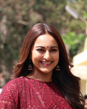 Sonakshi Sinha - Photos: Trailer launch of film Kalank at PVR | Picture 1640878