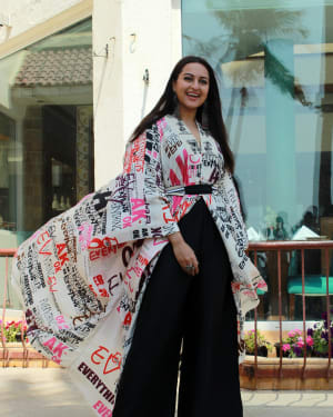 Sonakshi Sinha - Photos: Kalank Team Spotted at Sun-n-Sand | 1641958