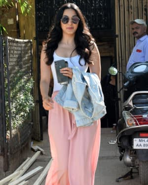 Photos: Kiara Advani Spotted at Rohan Shreshtha's Studio