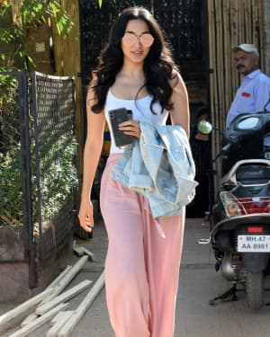 Photos: Kiara Advani Spotted at Rohan Shreshtha's Studio | Picture 1641950