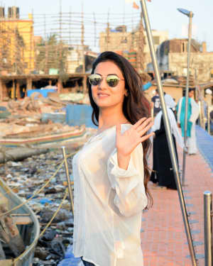 Photos: Sonal Chauhan Spotted at Versova Jetty | 1642082