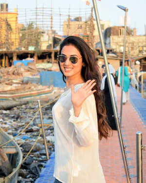 Photos: Sonal Chauhan Spotted at Versova Jetty | 1642084