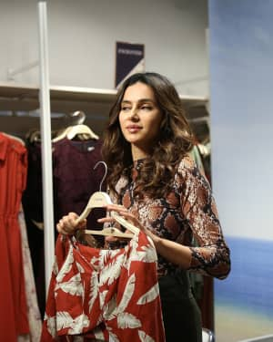 Photos: Shibani Dandekar at the unveiling of Spring Summer collection of fashion brand Cover Story | 1642282
