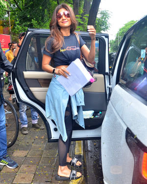 Shilpa Shetty - Photos: Celebs Spotted At Kromakay Salon In Juhu | Picture 1672563