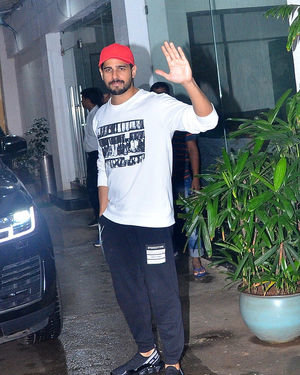 Sidharth Malhotra - Photos: Celebs Spotted At Sunny Super Sound