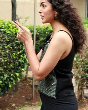 Mrunal Thakur - Photos: Interview With Batla House Movie Team   Picture 1673472