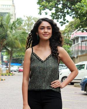Mrunal Thakur - Photos: Interview With Batla House Movie Team   Picture 1673479