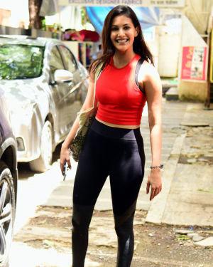 Amyra Dastur - Photos: Celebs Spotted at Bandra