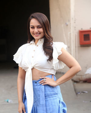 Sonakshi Sinha - Photos: Promotion Of Film Dabangg 3 At Mehboob Studio | Picture 1704357