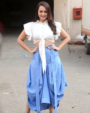 Sonakshi Sinha - Photos: Promotion Of Film Dabangg 3 At Mehboob Studio | Picture 1704345