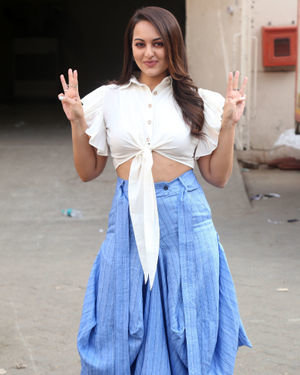 Sonakshi Sinha - Photos: Promotion Of Film Dabangg 3 At Mehboob Studio | Picture 1704351