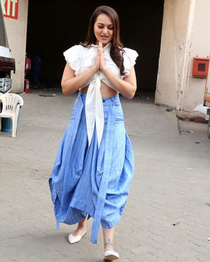 Sonakshi Sinha - Photos: Promotion Of Film Dabangg 3 At Mehboob Studio | Picture 1704350