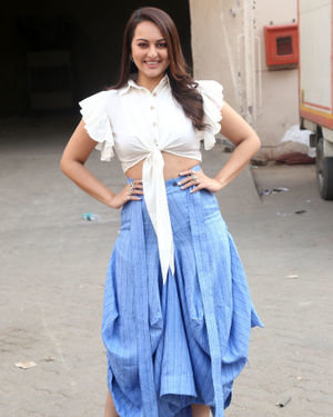 Sonakshi Sinha - Photos: Promotion Of Film Dabangg 3 At Mehboob Studio | Picture 1704344