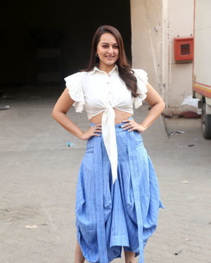 Sonakshi Sinha - Photos: Promotion Of Film Dabangg 3 At Mehboob Studio | Picture 1704348