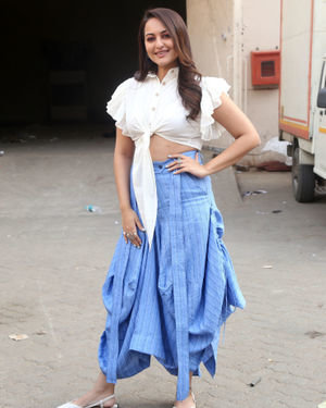 Sonakshi Sinha - Photos: Promotion Of Film Dabangg 3 At Mehboob Studio | Picture 1704359