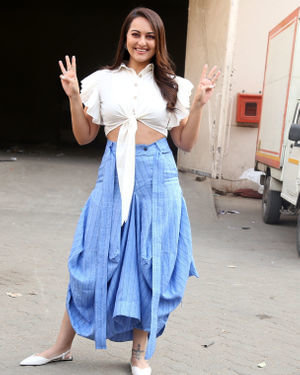 Sonakshi Sinha - Photos: Promotion Of Film Dabangg 3 At Mehboob Studio | Picture 1704347