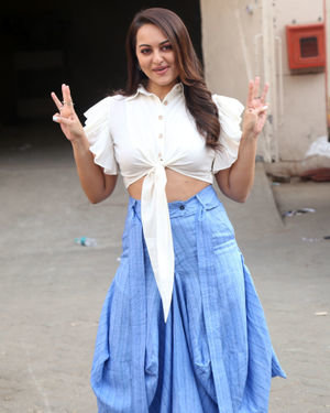 Sonakshi Sinha - Photos: Promotion Of Film Dabangg 3 At Mehboob Studio | Picture 1704354