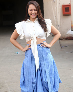 Sonakshi Sinha - Photos: Promotion Of Film Dabangg 3 At Mehboob Studio | Picture 1704343