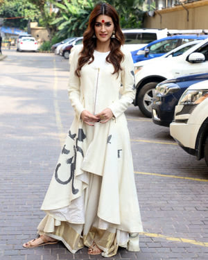 Kriti Sanon - Photos: Promotion Of Film Panipat At Jw Marriott | Picture 1704384