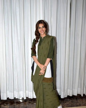 Kriti Sanon - Photos: Promotion Of Film Panipat At Jw Marriott | Picture 1703952