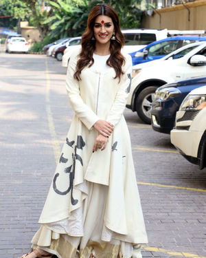 Kriti Sanon - Photos: Promotion Of Film Panipat At Jw Marriott | Picture 1704376