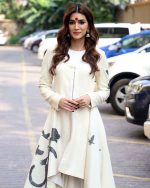 Kriti Sanon - Photos: Promotion Of Film Panipat At Jw Marriott | Picture 1704377