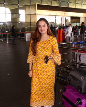 Aakanksha Sharma - Photos: Celebs Spotted At Airport | Picture 1704418
