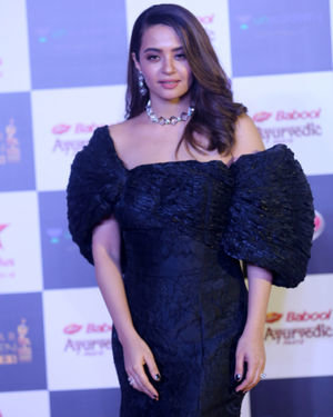 Surveen Chawla - Photos: Star Screen Awards 2019 At Bkc | Picture 1705381