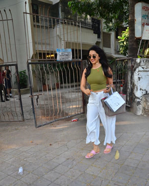 Kiara Advani - Photos: Celebs Spotted At Kromakay Salon In Juhu
