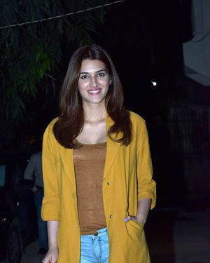 Kriti Sanon - Photos: Celebs Spotted At Kromakay Salon In Juhu