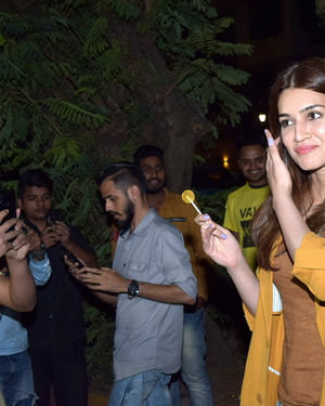 Kriti Sanon - Photos: Celebs Spotted At Kromakay Salon In Juhu