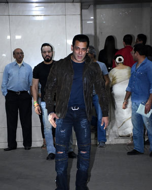 Salman Khan - Photos: Salman Khan Birthday Party At Bandra