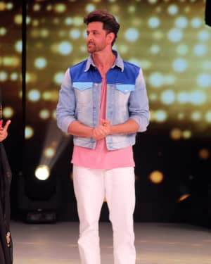 Hrithik Roshan - Photos: Promotion Of Film Super 30 On The Sets Of Colors Dance Deewane In Filmcity