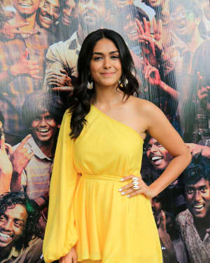 Mrunal Thakur - Photos: Promotions Of Film Super 30 At Sun N Sand In Juhu | Picture 1659785