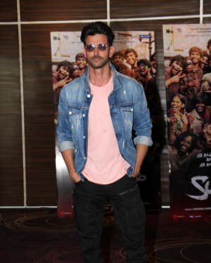 Hrithik Roshan - Photos: Super 30 Team Fulfils The Wish Of Poverty Kids To Dance With Hrithik