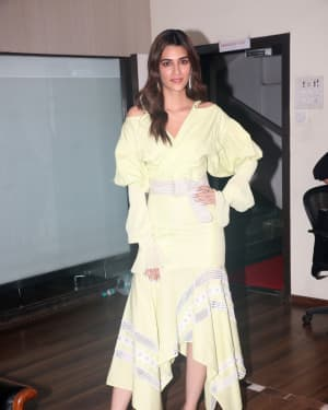 Kriti Sanon - Photos: Promotion Of The Film Arjun Patiala At Juhu | Picture 1662238