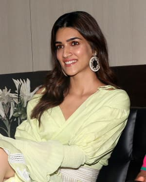 Kriti Sanon - Photos: Promotion Of The Film Arjun Patiala At Juhu | Picture 1662245