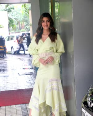 Kriti Sanon - Photos: Promotion Of The Film Arjun Patiala At Juhu | Picture 1662233