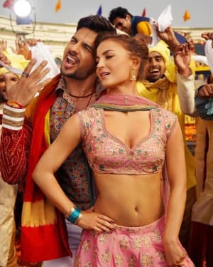 Jabariya Jodi Film Photos