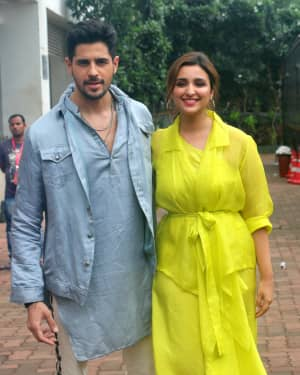 Jabariya Jodi - Photos: Promotion Of Film Jabariya Jodi On The Dance India Dance