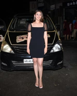 Dhvani Bhanushali - Photos: Celebs Spotted at Bandra | Picture 1663915