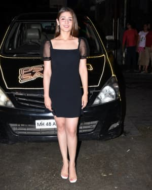 Dhvani Bhanushali - Photos: Celebs Spotted at Bandra | Picture 1663916