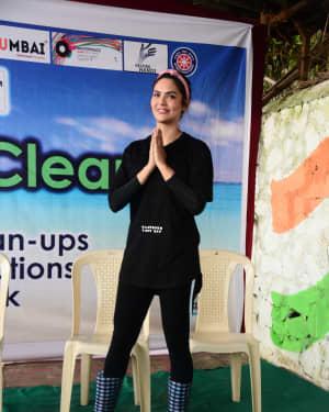 Esha Gupta - Photos: Celebs At Beach Clean-up Event At Shivaji Park