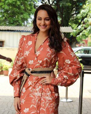 Sonakshi Sinha - Photos: Trailer Launch Of Film Khandaani Shafakhana With Star Cast