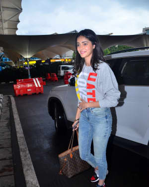 Photos: Celebs Spotted At Airport