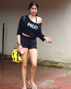Janhvi Kapoor - Photos: Celebs Spotted at Bandra | Picture 1669081