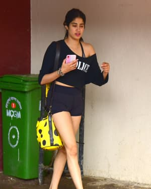 Janhvi Kapoor - Photos: Celebs Spotted at Bandra | Picture 1669080