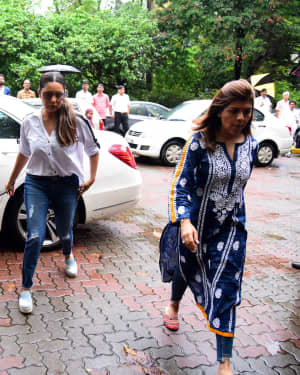 Photos: Bollywood Celebs Pay Last Respects To Areef Patel At His House