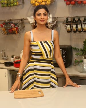 Photos: Shilpa Shetty Celebrates The 100 Episodes Of Cook Along At Big Bazaar | Picture 1652599