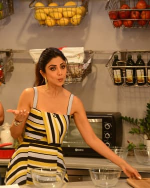 Photos: Shilpa Shetty Celebrates The 100 Episodes Of Cook Along At Big Bazaar | Picture 1652596